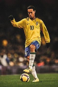Brazil Football Team, Ronaldo Football, Football Icon, Football Is Life, World Football, Football Soccer, Football Players Images, Best Football Players, Football Pictures