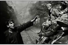 PRAGUE, Czechoslovakia—The invasion by Warsaw Pact troops, August © Josef Koudelka / Magnum Photos Magnum Photos, Prague Spring, Fotojournalismus, Fotografia Social, Warsaw Pact, Henri Cartier Bresson, Photographer Portfolio, Great Photographers, Documentary Photography