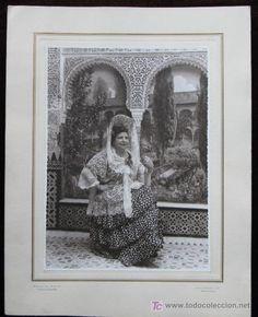 Senora con mantilla circa 1930 Spanish Costume, Flamenco Costume, Costumes, Classic, Painting, Hair Combs, Lace, Needlepoint, Saddle Pads
