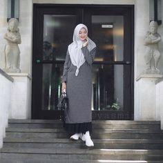 Hijab Fashion Summer, Muslim Fashion, Ootd Fashion, Fashion Dresses, Womens Fashion, Casual Hijab Outfit, Ootd Hijab, Muslim Dress, Daily Look
