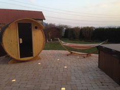 Saunafass von www.sisu-sauna.at Indoor Outdoor, Outdoor Sauna, Outdoor Decor, Diy Sauna, Sauna Kits, Tub, Home Decor, Wood Furnace, Bathing