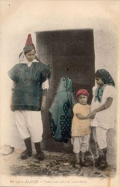 c.1890 - Jewish woman from Algiers with his daughters