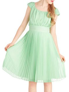 cute #green dress  http://rstyle.me/n/jithvpdpe