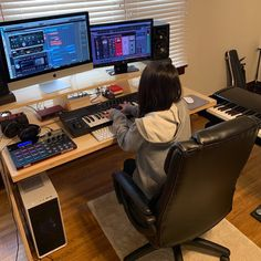 musicianlifeofficial_57608930_130742854655203_9059804308511197998_n @musicianlifeofficial #devenirbeatmaker #homestudio #hardware #beatmaker #beatmaking #compositeur #musicproducer #productionmusicale #musicproduction #audio #studiotour #producerdesk #bedroomproducers Modern Bedroom Furniture Sets, Modern Bedroom Design, Contemporary Bedroom, Tv In Bedroom, Bedroom Themes, White Floorboards, Farmhouse Style Bedrooms, Romantic Room, French Classic