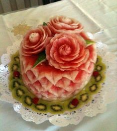 More Watermelon Cake Ideas - Food Carving Ideas Veggie Art, Fruit And Vegetable Carving, Veggie Food, Watermelon Carving, Watermelon Cakes, Food Sculpture, Food Carving, Apple Smoothies, Food Garnishes