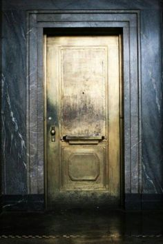Make an exit.or an entrance. Love the look of this antiqued gold door against the dark walls. The Doors, Windows And Doors, Interior Architecture, Interior And Exterior, Interior Design, Modern Interior, Tor Design, Design Design, Design Ideas