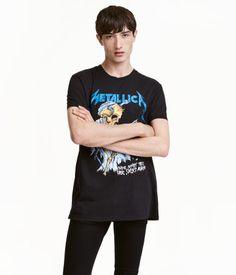 Svart/Metallica. T-Shirt aus Baumwolljersey mit Motivdruck vorn.