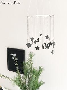 DIY Weihnachtsdeko Sternenkranz Schwarz/Weiß Christmas Diy, Christmas Decorations, Xmas, November 2019, Diy Weihnachten, New Room, Black And White, Blog, Handmade