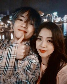 Bts Blackpink, Irene Kim, Blackpink And Bts, Blackpink Jisoo, Boyfriend Girlfriend, Cute Couples, Relationship Goals, Taehyung, Girlfriends