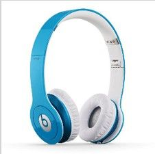 Beats Solo HD On-Ear Headphone with Mic & Remote Control Cable (Certified Refurbished) (Light Blue) - Nearly new stuff Beats By Dre, Dre Headphones, Over Ear Headphones, Monster Headphones, Studio Headphones, Beats Solo Hd, Music Beats, Cheap Beats, Violetta Live