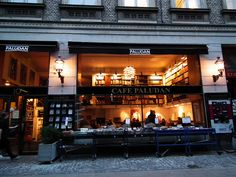 Cafe Paludan, A Bookshop in Copenhagen (2010) by Gustavo Thomas, via Flickr