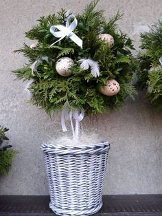 Decor Crafts, Diy And Crafts, Christmas Wreaths, Christmas Decorations, Funny Pumpkins, Fun Projects For Kids, Flower Boxes, Spring Garden, Easter Crafts