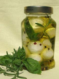 házi krémsajt golyók fűszeres olivaolajban