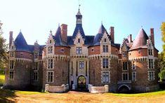 Castelos Medievais: Castelo de Bonnétable, França Beautiful Castles, Beautiful Buildings, Beautiful Places, Old Buildings, Abandoned Buildings, French Castles, Medieval, Castle House, Castle Rock