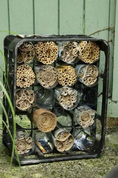 How to Make a Bee Hotel # Bee Hotel # A # makes # like - Mini Garden - Best Garden Ideas Bug Hotel, Potager Bio, Mason Bees, Bee House, Bee Friendly, Save The Bees, Bee Keeping, Garden Projects, Garden Inspiration