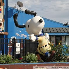 Peanuts On Parade — Snoopy Peanuts Cartoon, Peanuts Snoopy, Snoopy Toys, Peanuts Characters, Charlie Brown And Snoopy, Roadside Attractions, Snoopy And Woodstock, Candyland, Beagle