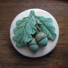 vintage acorn and oak leaf button