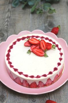 Cake Decorating 47488 dessert strawberry tiramisu without gelatin Strawberry Cake Decorations, Strawberry Cakes, Strawberry Tiramisu, Baking Recipes, Cake Recipes, Dessert Recipes, Mini Desserts, Easy Desserts, Healthy Desserts