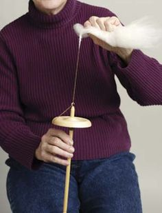 Previous pinner: Well-written article on how to spin your first skein of yarn from start to finish. Spinning Wool, Hand Spinning, Spinning Wheels, Wool Yarn, Knitting Yarn, Stitch Witchery, Drop Spindle, How To Purl Knit, Tutorials