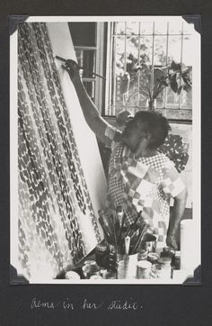 Alma Thomas (1891–1978) developed her signature style of exuberant, rainbow-hued abstractions from the sunny kitchen of her row house off Logan Circle. Thomas was the first student to earn a degree in Fine Arts from Howard University in Washington, D.C.  SMITHSONIAN ARCHIVES OF AMERICAN ART