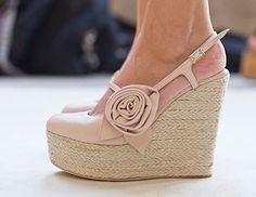 http://fashion-makeup1.blogspot.com - pink rose wedges