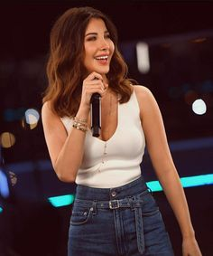 Nancy Ajram in white top & denim pants || outfit styling 2020