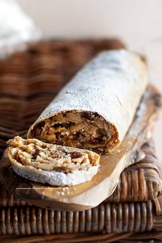 Apple strudel: Original recipe and tricks for a perfect Strudel! Apple strudel: Original recipe and tricks for a perfect Strudel! Apple Recipes, Sweet Recipes, Cake Recipes, Dessert Recipes, Banana Mug Cake, Strudel Recipes, Breakfast Cake, Cake Servings, Sweet Cakes