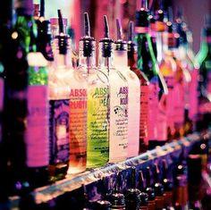 I New Orleans tillbringer du din tid i en unik atmosfär genom att utforska hemligheter av smaker av de mest kända vodkamärkena, som vi har importerat speciellt för dig från hela världen. Till våra gäster rekommenderas Kauffman vodka från Ryssland, som har destyllerats arton gånger och Stolichnay Elit – det mest prestigefyllda vodkamärket i världen. Självklart erbjuder vi också klassiker som Belvedere, Chopin, Ruskij Standard, Starka, Orkisz, Grey Goose, Finlandia, Absolut…