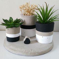 Kit Bonaire no Concrete Pots, Concrete Crafts, House Plants Decor, Plant Decor, Painted Plant Pots, Pottery Painting Designs, Pot Plante, Diy Projects For Kids, Flower Making