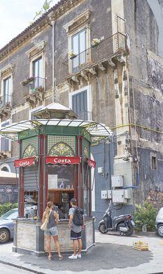 Catania da mangiare in 10 indirizzi, dallo streetfood alla trattoria al locale di tendenza Catania Sicily, Sicily Italy, Street View, Travel, Beautiful, Tourism, Cities, Scenery, Sicily