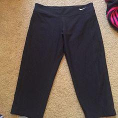 Black nike crops Children's large. Fits women small/medium. Never worn! Nike Pants