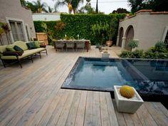 Kleingarten mit Pool auf der Terrasse