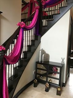 Home décor and Staircase drapes décor for an Asian Indian Wedding home. Wedding Staircase Decoration, Wedding Stairs, Marriage Decoration, Decoration Bedroom, Wedding Stage Decorations, Engagement Decorations, Decoration Design, Wedding House, Home Decoration