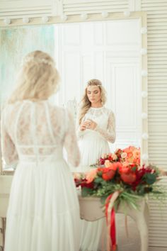 Kelly / Lace back wedding dress with long sleeves