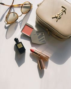 shiny little makeup things | image via: lingered upon