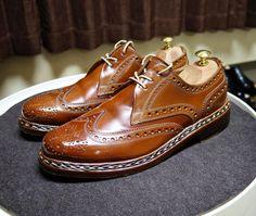 Heinrich Dinkelacker  ちょっと乾いてる気がしたので磨きました たまには紐を変えてみようか #heinrichdinkelacker #shoes #mensshoes #cordovan #whiskycordovan #ハインリッヒディンケラッカー #ハインリッヒディンケルアッカー #コードバン #紳士靴 #革靴 #靴磨き #シューケア