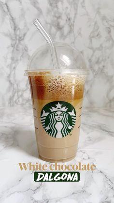Starbucks Logo, Starbucks Drinks, Coffee Art, Coffee Cups, Coffee Drink Recipes, Good Food, Yummy Food, Cocktail Drinks, Cocktails