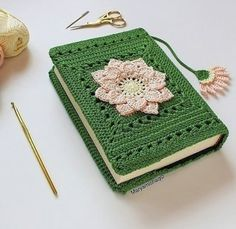 Crochet Book Cover, Crochet Case, Crochet Books, Love Crochet, Crochet Motif, Crochet Designs, Crochet Crafts, Crochet Projects, Crochet Bookmark Pattern
