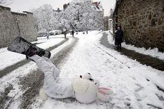 Fría diversión: esquiaron en las calles de París tras una histórica nevada | Noticias al instante desde LAVOZ.com.ar | La Voz