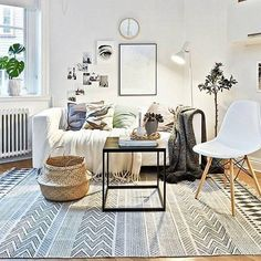 Scandinavian living is en blijft een trend de komende tijd. Vloerkleed Block is met zijn fijne patroon en zwart/witte kleur de finishing touch in je interieur.