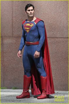 tyler hoechlin saves day on supergirl as superman filming 06