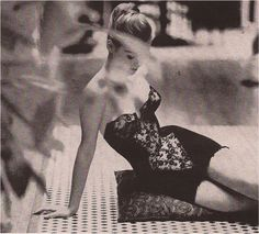 Photo by Saul Leiter Belle Lingerie, Lingerie Vintage, Luxury Lingerie, Lingerie Dress, Black Lingerie, Saul Leiter, Lingerie Photography, Vintage Photography, Fashion Photography