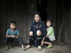 A mother and her three children, part of the indigenous Hmong group, in Sin Chai, northwestern Viet Nam.   The general trend in world fertility rates shows they are in decline - due to a combination of factors, including economic development and the improved social role of women.