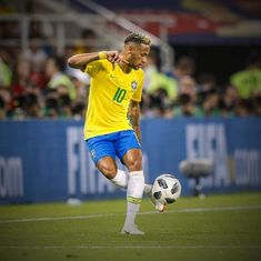 "Neymar: ""My ideal five-a-side team? I'd play alongside Messi Dani Alves Thiago Silva and Gabriel Jesus. Neymar Jr, Soccer Coaching, Soccer Training, Isco, Soccer League, Soccer Players, Messi, Brazil Football Team, Football Soccer"