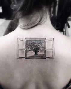 filigrane-tattoo-motive-baum-fenster-genick-ruecken