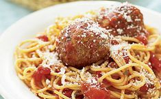 Think spaghetti recipes mean boring noodles with blah red sauce? Spaghetti is a super versatile pasta, lending itself to flavorful Spaghetti Recipes, Pasta Recipes, Cooking Recipes, What's Cooking, How To Cook Meatballs, Ground Beef Recipes Easy, Cheap Easy Meals, Spaghetti And Meatballs, Meatball Recipes