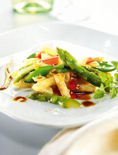 Rezept für Pennesalat mit Spargel bei Essen und Trinken. Ein Rezept für 4 Personen. Und weitere Rezepte in den Kategorien Gemüse, Nudeln / Pasta, Nüsse, Hauptspeise, Salate, Braten, Einfach, Schnell, Vegetarisch, Vitaminreich.