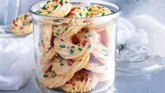 The kitchen (The Home of Delicious Arabic Food Recipes) invites you to try Christmas wreath cookies Recipe. Enjoy our collection of Christmas Recipes and learn how to make Christmas wreath cookies. Share the love at . Christmas Wreath Cookies, Christmas Biscuits, Christmas Wreaths, Xmas Cookies, Chip Cookies, Christmas Ice Cream, Christmas Sprinkles, Christmas Style, Merry Christmas