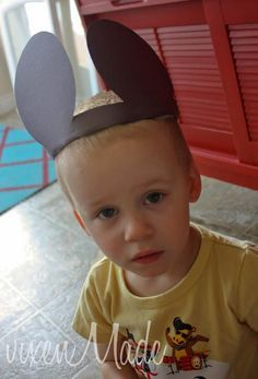 Doesn't everyone love Mickey Mouse?My kids do too and since my daughter is always the one bursting with ideas. She decided she wanted to make a Mickey Mouse craft. I decided on some fun ears that the kids could wear. Mickey Mouse Crafts, Mickey Mouse Ears, Some Fun, Crafts For Kids, Crafty, Birthday, Logan, Corner, Parties