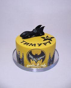"""43 Likes, 3 Comments - Торты и десерты / Наталья (@nata_li_cake) on Instagram: """"Бэтмобиль #тортнаденьрождения  Второй год на тему """"Бэтмен""""  Завидное постоянство #бэтмен…"""""""